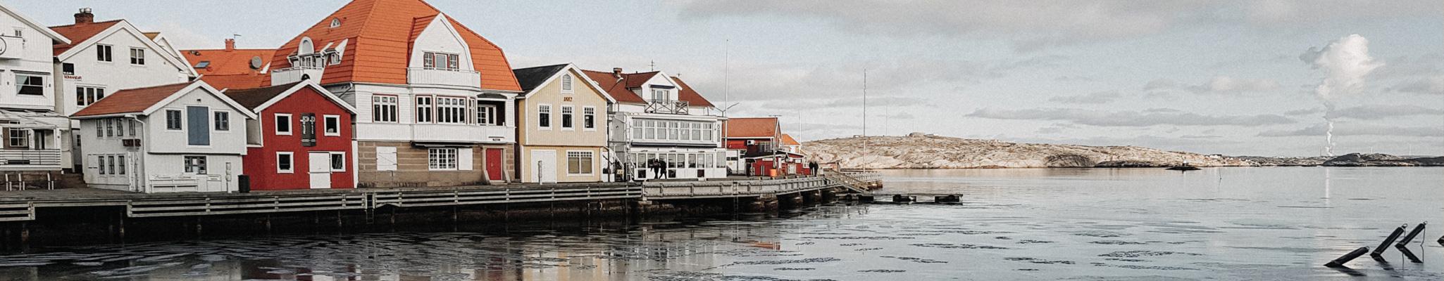 Smögenhamnen och smögenbryggan på vintertid