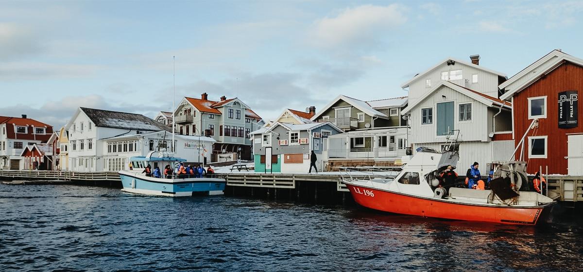 Smögen hamn och brygga nära Smögens Hafvsbad
