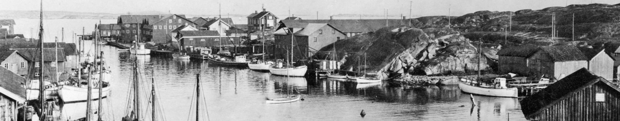 historisk bild över Smögen och Smögens båthamn